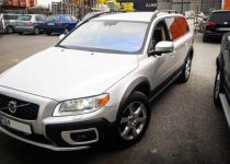 VOLVO XC70 XC 70 D5 AWD Momentum Geartronic - 136.00kW